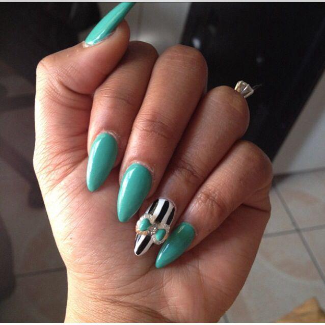 Stiletto Nails Stripes