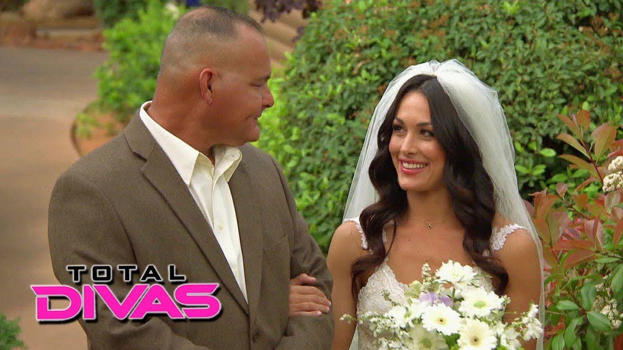 Cena dating bella twin 8