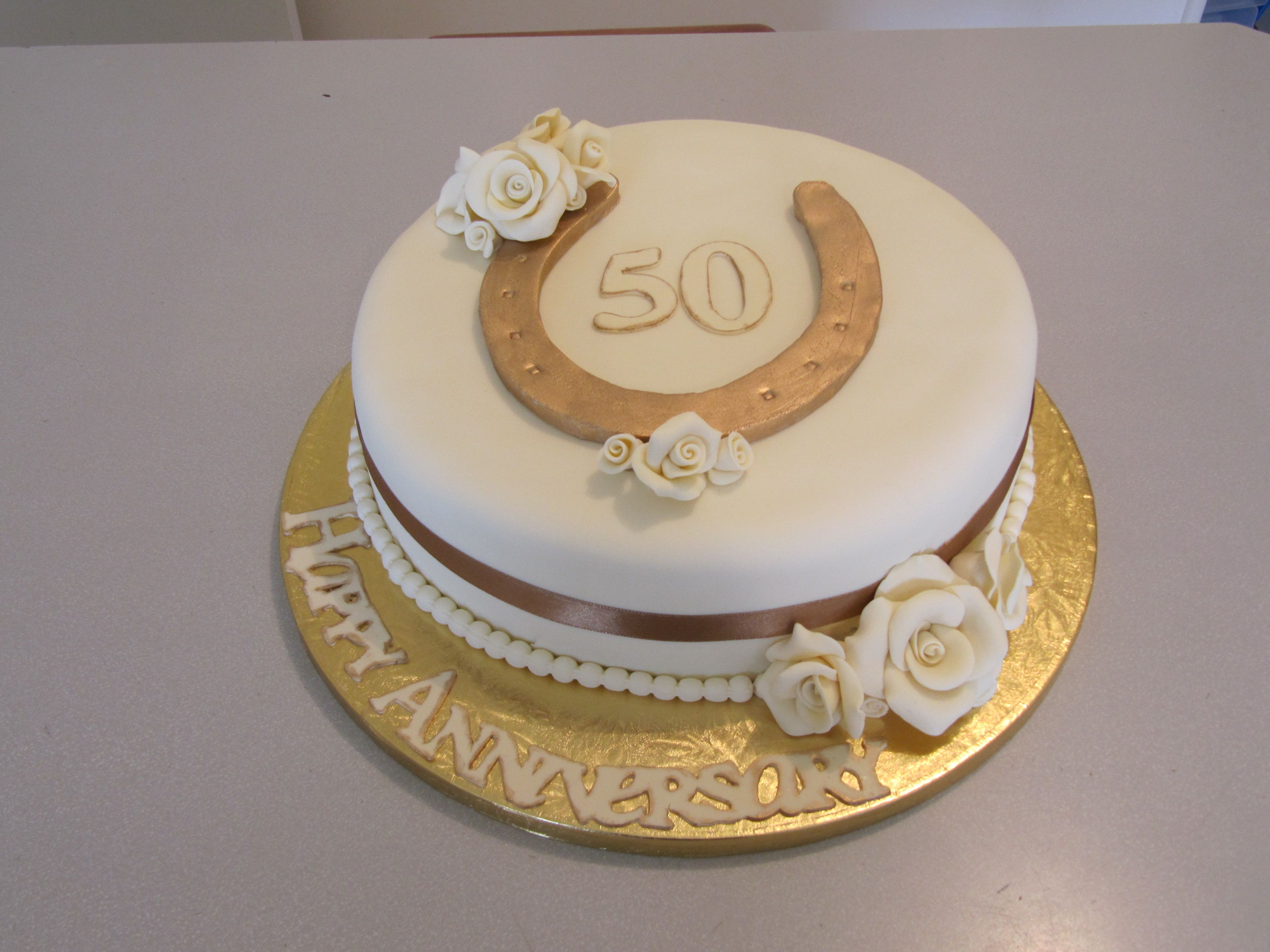 50th Wedding Anniversary Cake All They Wanted Was Cream And Gold A Horseshoe