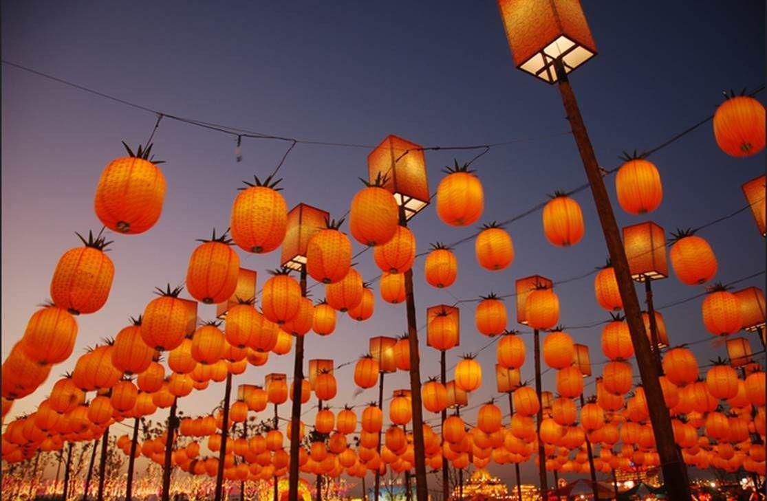 Pineapple lanterns. Festivals around the world, Lantern