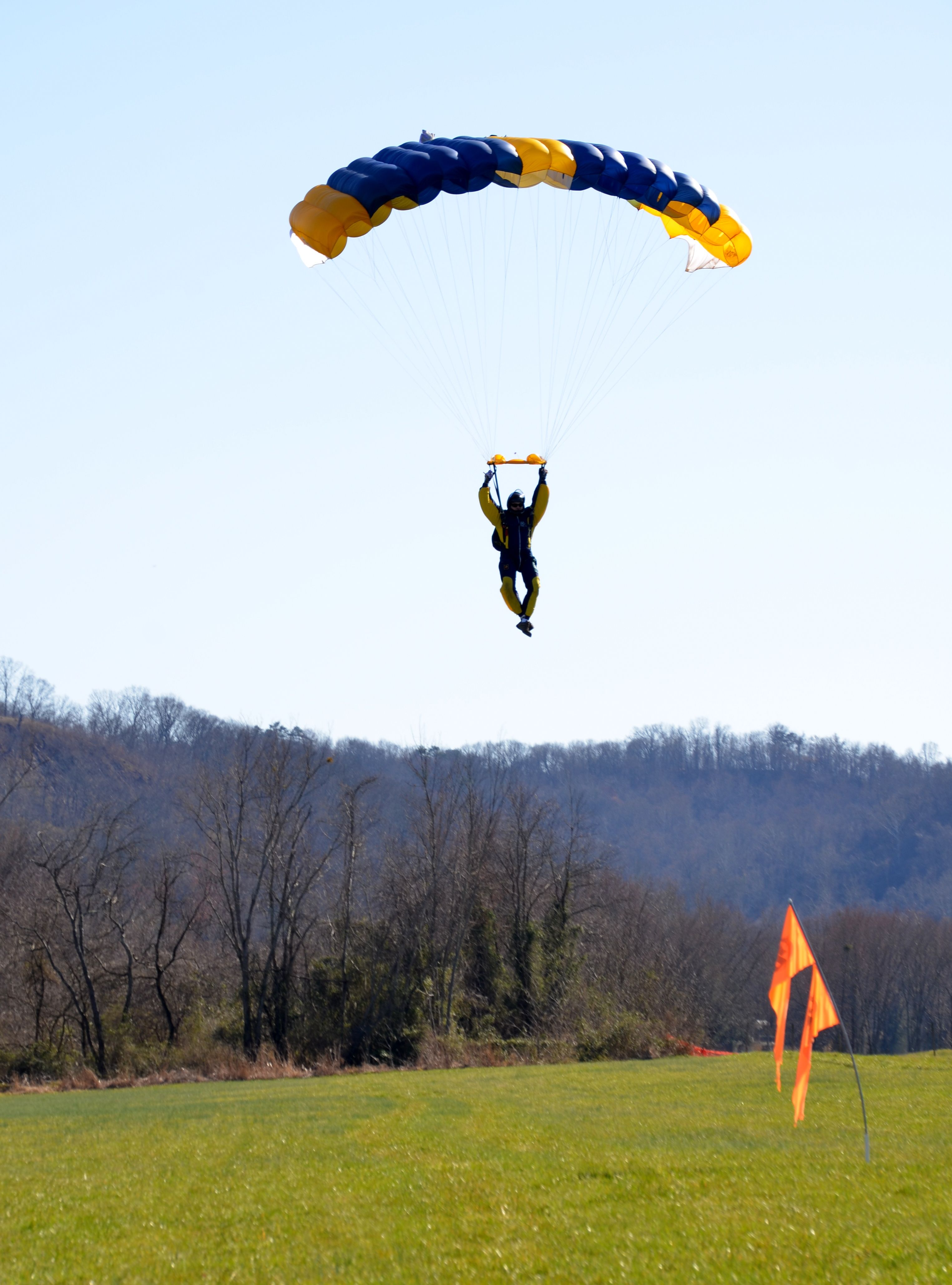 Oh Just Seeing This Makes Me Want To Go Again Best Thing I Ve Done Besides My Kid Skydiving Paragliding West Virginia