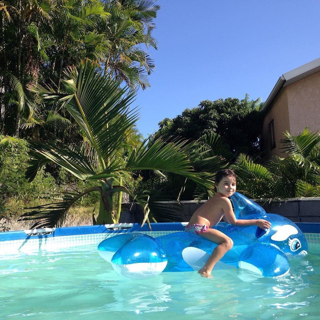Voilà voilà ... Plaisir simple ! #piscine #swimmingpool #summer #kid #enfant #lareunion #iledelareunion by theworkingmum