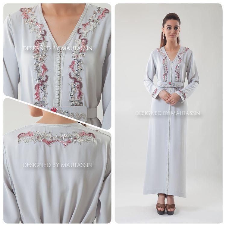"""Caftan en crêpe """"gris"""", entièrement brodée à la main de sequins, perles et cristaux.  Pièce unique disponible dans nos magasins MAUTASSIN.  Nos horaires pour le mois de Ramadan :  Du lundi au samedi de 11h à 17h30 et de 22h à 00h30"""