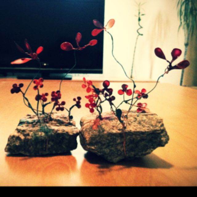 Stone, wire, nail polish--> flower garden ;)