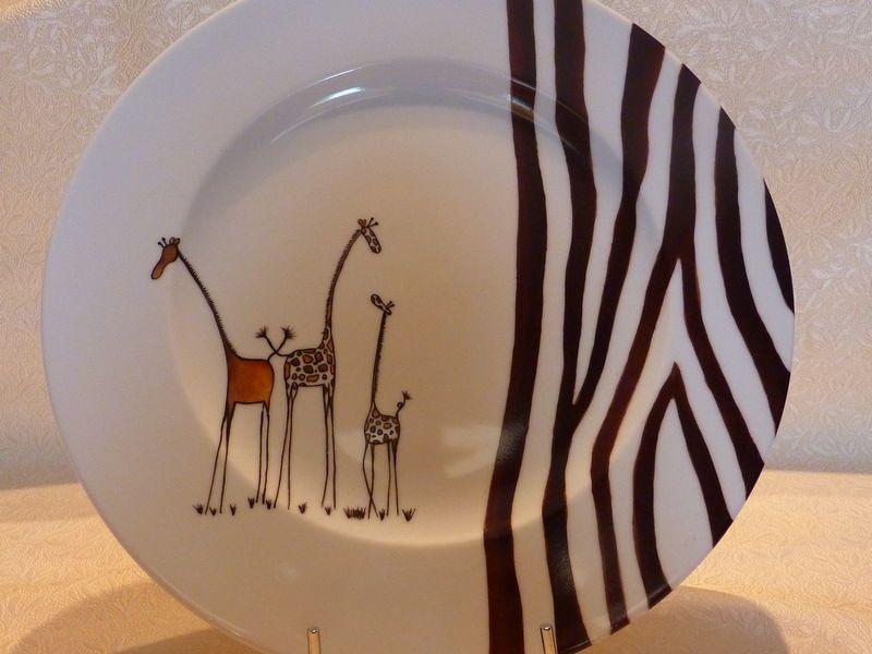 grande assiette motif girafes porcelaine art de la table. Black Bedroom Furniture Sets. Home Design Ideas