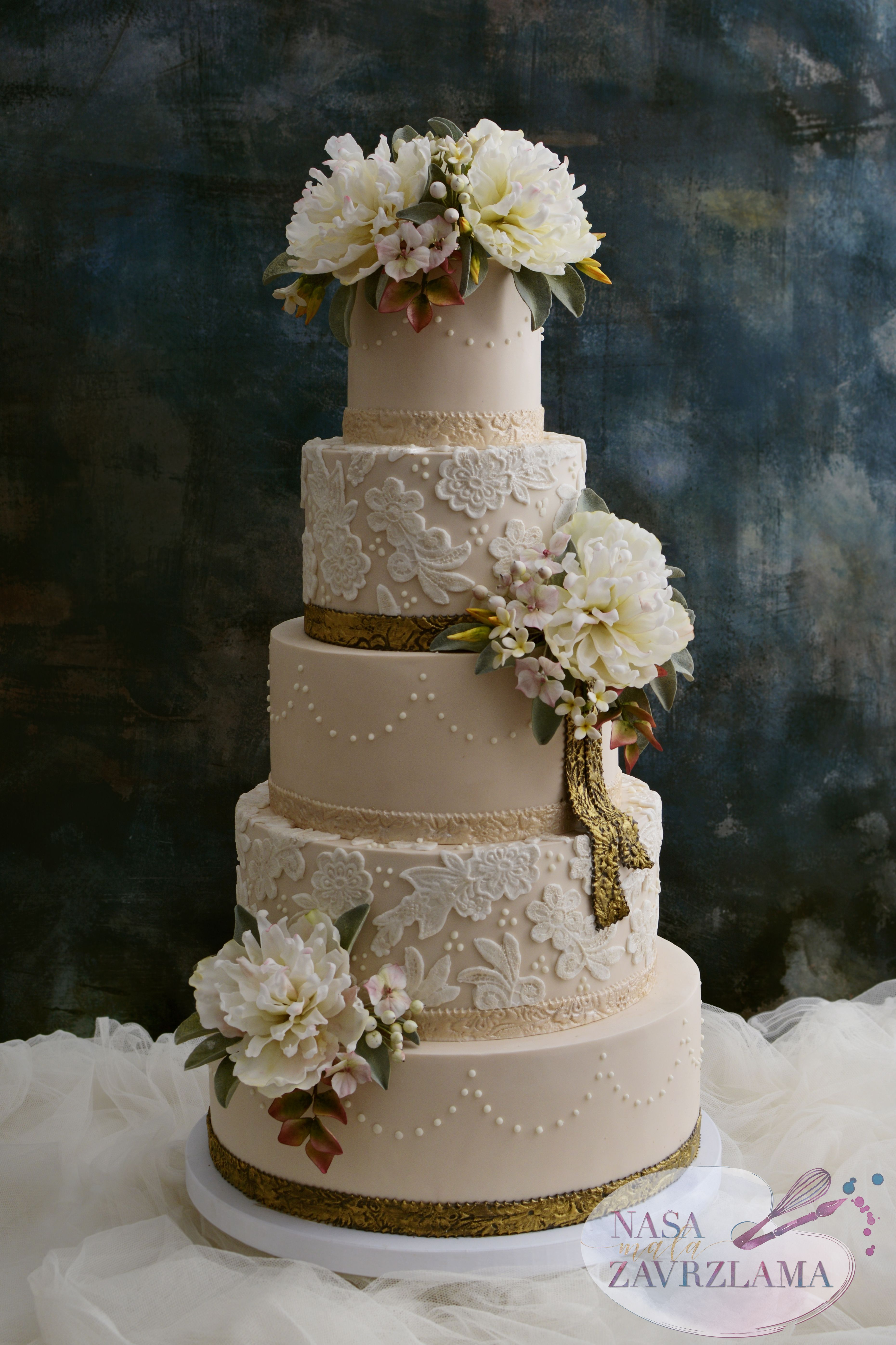 Cream Lace Cake With Flowers Wedding Cakes Wedding Cakes In 2020 Lace Wedding Cake Wedding Cakes With Flowers Lavender Wedding Cake