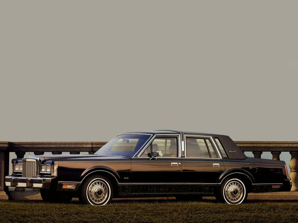 1988 Lincoln Continental Town Car Models Lineup Lincoln Town Car Lincoln Cars Lincoln Continental