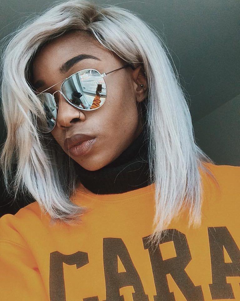 Silbrig Grau Haarfarbe Für Dunkle Haut Ton Haarfarbe Für