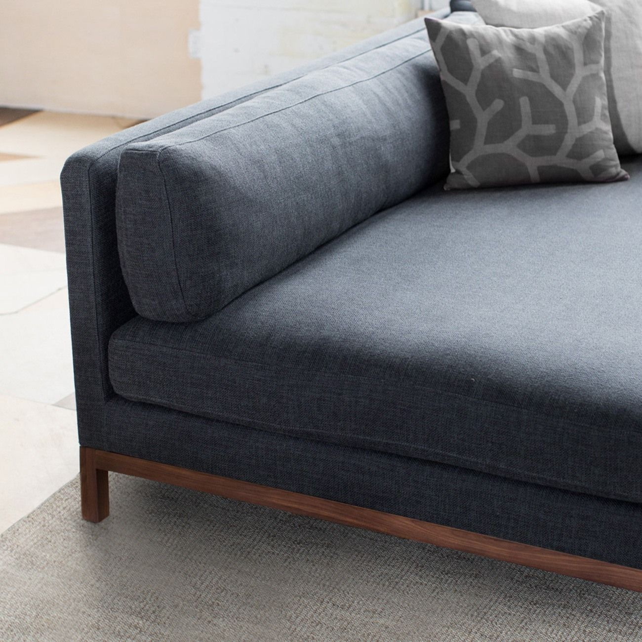 Interior Define S Jasper Sofa Combines Comfort And Style With Its Roomy Dimensions It S One Of Our Best Customizable Sofa Diy Furniture Sofa Interior Define
