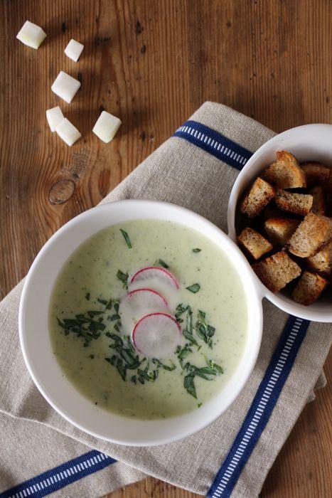 Vegetarische Kohlrabi-Zucchini-Suppe mit Croutons (Herbst Soulfood)