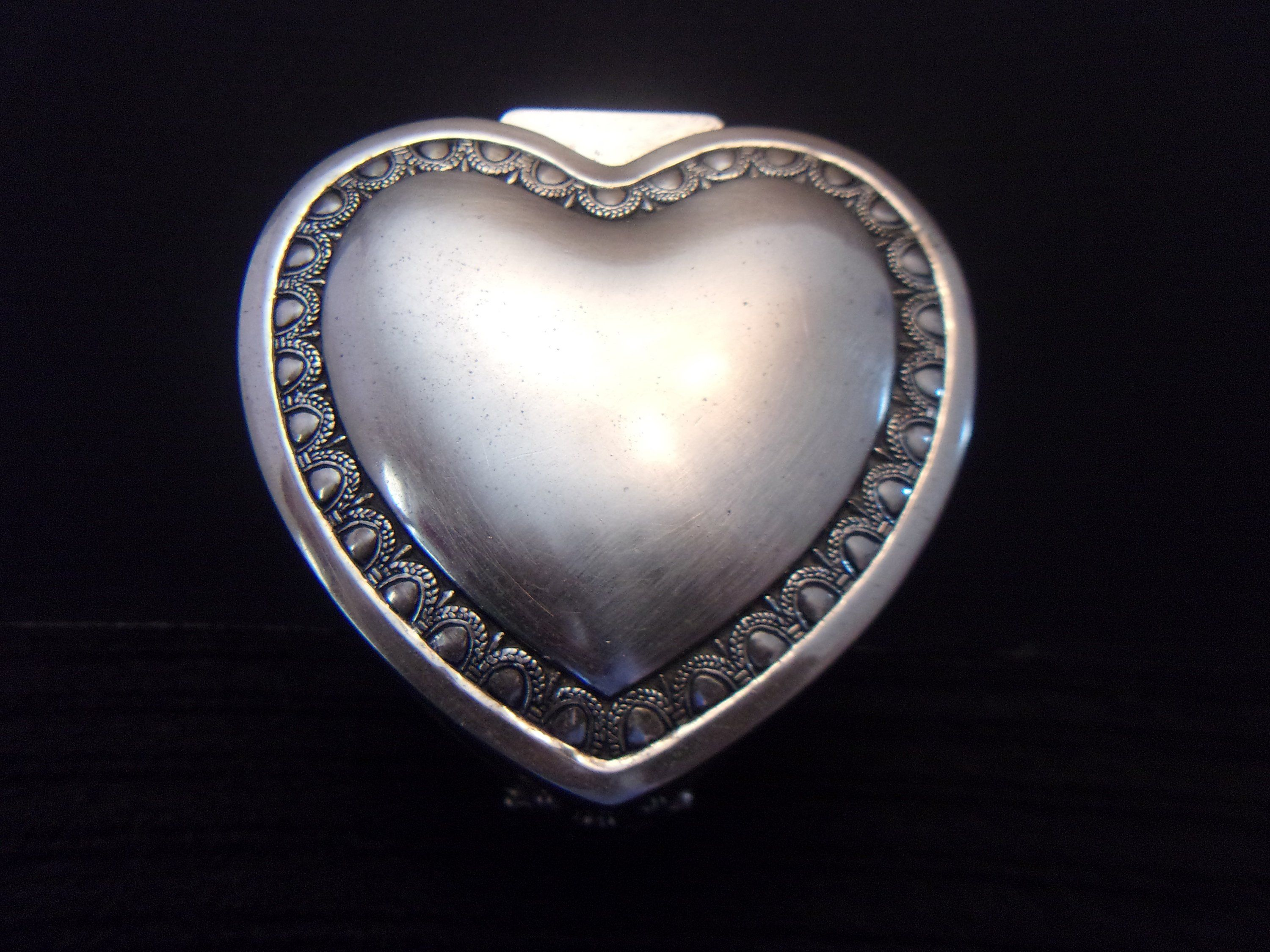 Silver Plated Heart Trinket Box Romantic Valentine S Day Collectible Jewelry Box Home Decor Jewelry Collection Heart Jewelry Jewelry Box
