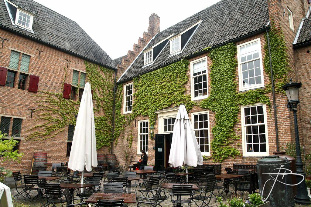 Commanderie Van St Jan in Nijmegen, Gelderland   restaurant De Hemel   foto: Jaap Baarends bruidsfotografie   www.jaapbaarends.nl