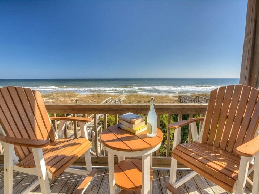 Spacious Oceanfront House, Dog Friendly, Ocean Front