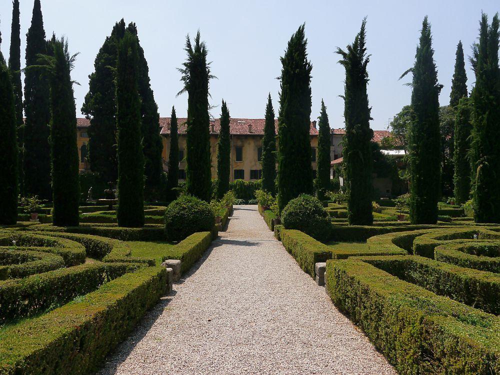 Galerie Mediterrane Klassiker | Italienischer garten, Zypressen und ...