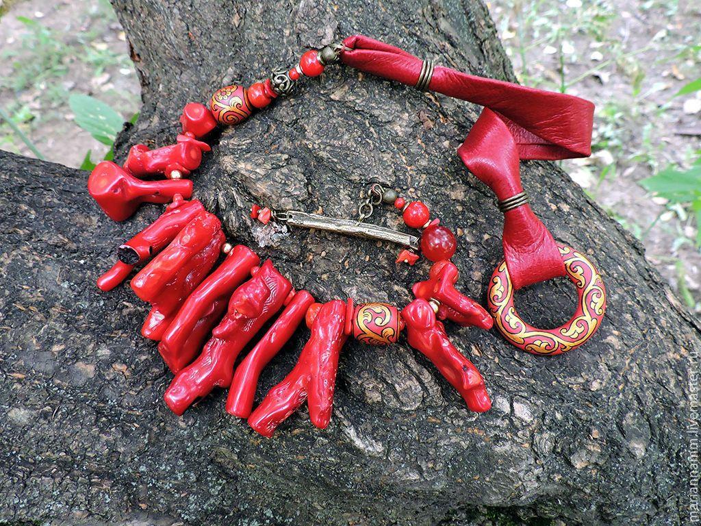 Купить Ожерелье Порфировые крылья - темно-красный, красный коралл, перья, крылья, крыло, Рерих
