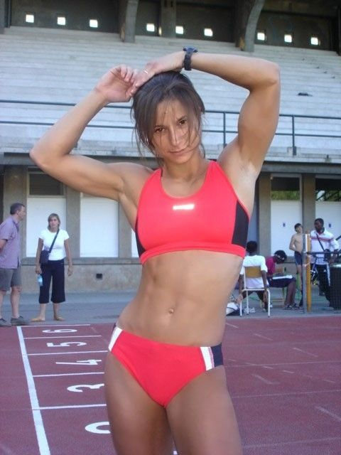 Bodybuilder sarah de herdt apologise