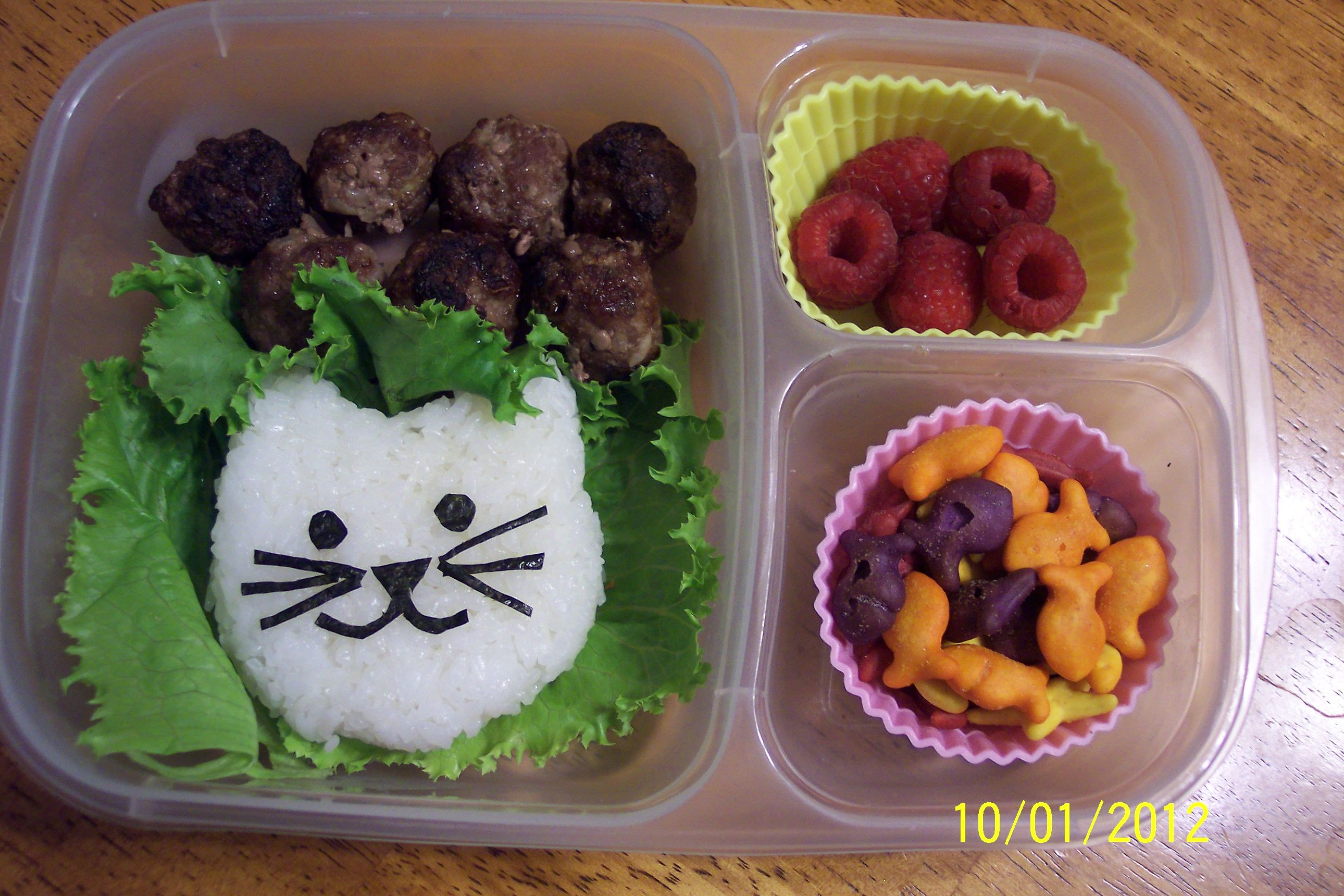 """Our bento 21 Kitty cat with fish & """"yarn"""