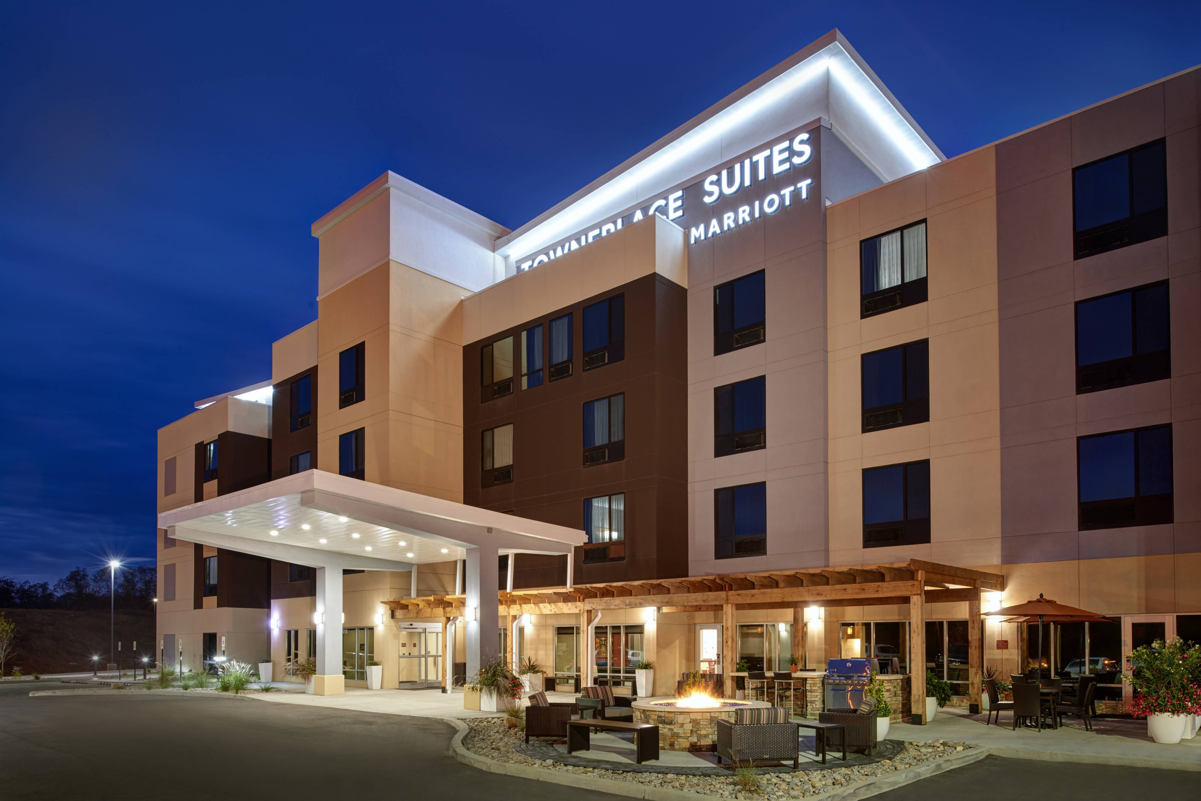 Towneplace Suites Richmond Exterior Night Hotels Hotel