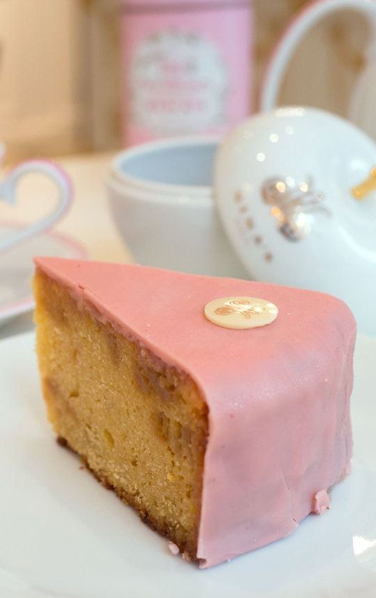 This Marie Antoinette Cake Made Specially For Nina S Paris A Little Tea Shop Is To Die For It S Pink And Oh So Sweet Paris Desserts Tea Time Food Paris Tea