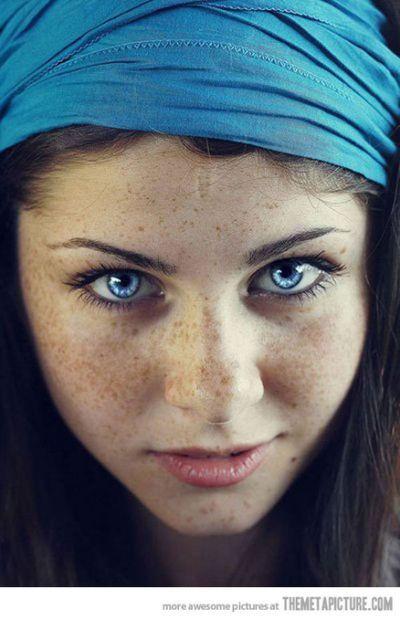 صاحبة اجمل عيون زرقاء في العالم Gorgeous Eyes Beautiful Eyes Photography Inspiration Portrait