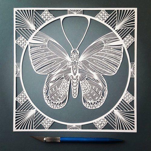 Pippa Dyrlaga gebruikt alleen een potlooden een scalpel om haar papierkunstwerken te creëren. Negen jaar geleden kwam ze tijdens een papiercursus voor het