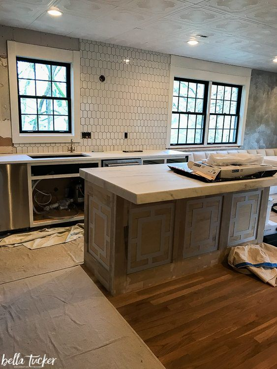 White Picket Tile Backsplash In 2019 Backsplash Kitchen