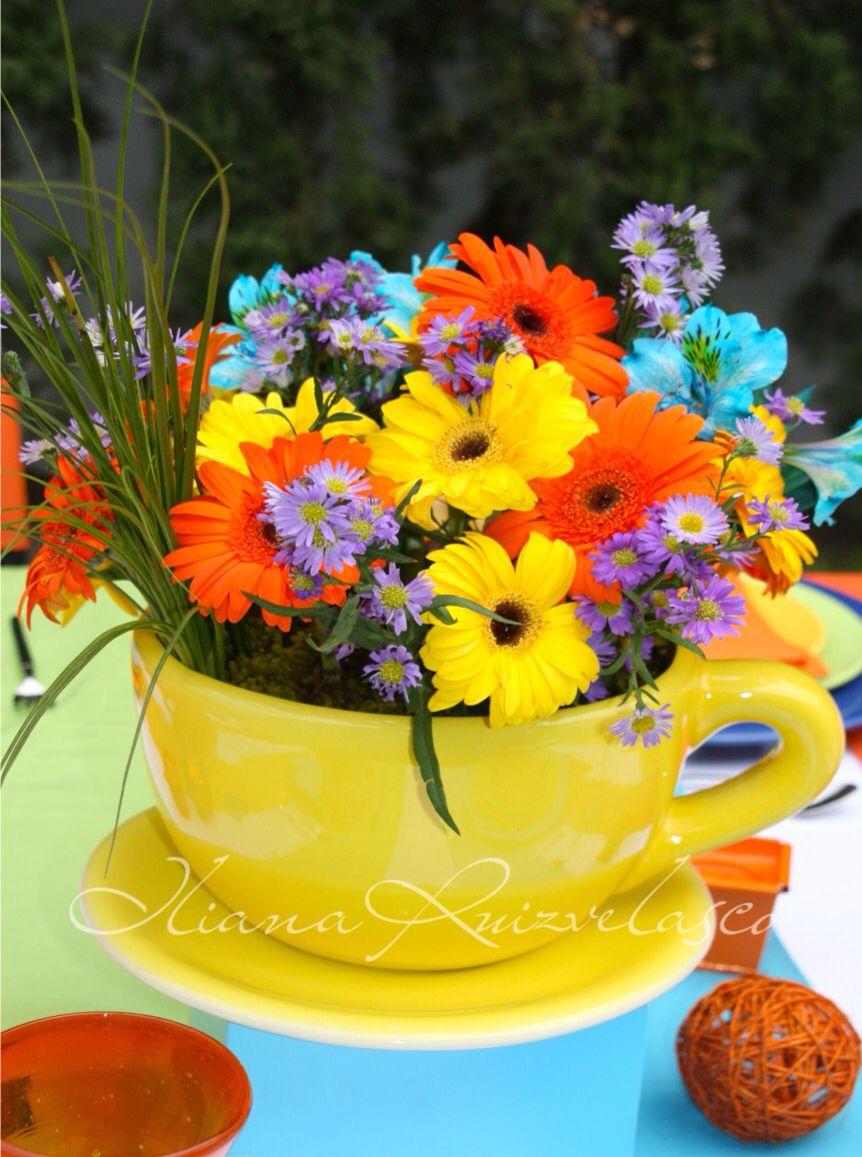 Centro De Mesa Taza Con Flores Naturales Muy Coloridas Tazas  ~ Centros De Flores Naturales Para Mesas