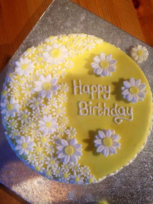 Awe Inspiring Daisy Cake For Mum Daisy Cakes Birthday Cake Decorating Cool Funny Birthday Cards Online Elaedamsfinfo