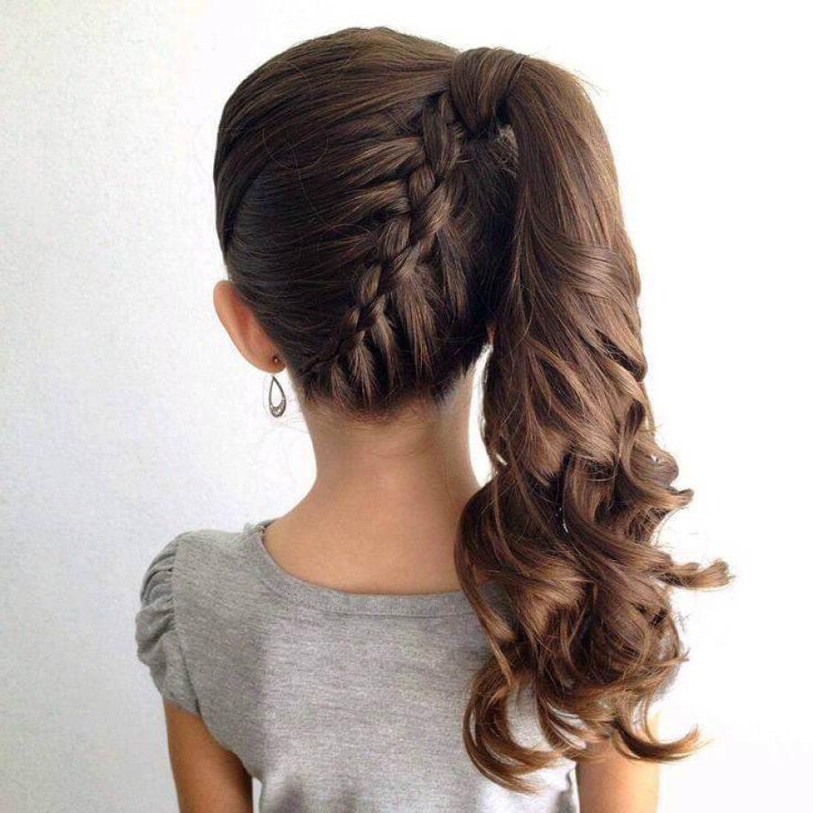 Plus de 12 idées de coiffure attachée - Coiffures - ZENIDEES en