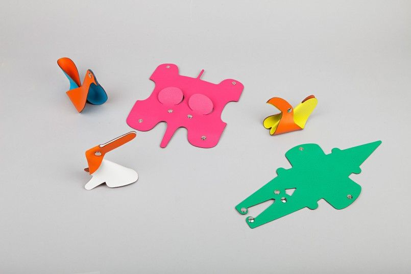 Clickazoo is a collection of foldable leather animals developed for Hermes. The animals laying flat in their packaging become alive when manipulated by their users. The patterns are always simple and they vary from one animal to the other.