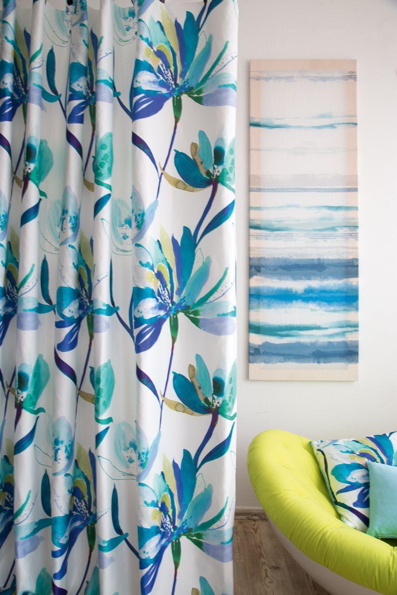 Blaue Blumen auf Dekostoff Happiness. #happiness #curtain #fabrics ...