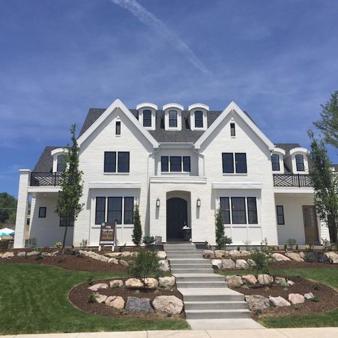 Utah Home Design Architects: 10 Beautiful Black + White ExteriorsBECKI OWENS