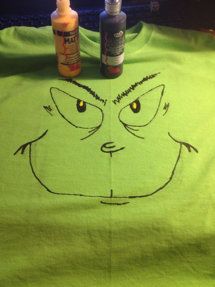 Simple Grinch face t-shirt using Tulip fabric paint My homemade
