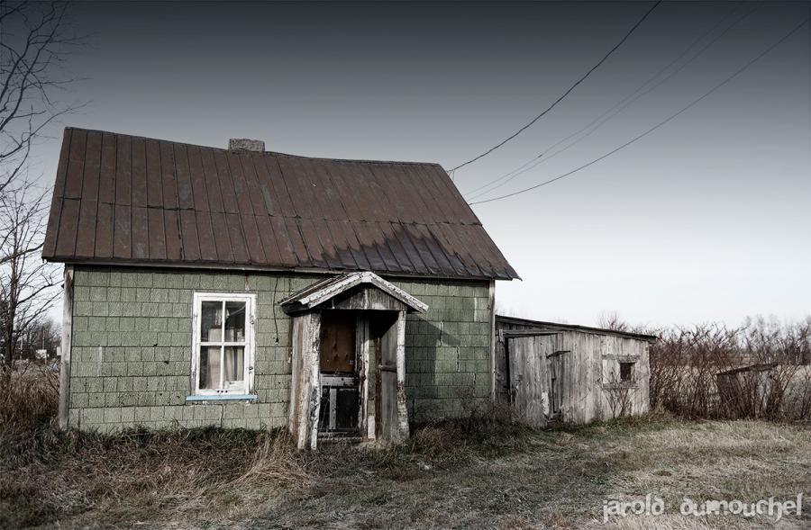 Maison abandonn e en mont r gie la petite maison verte for Porte et fenetre quebecoise st hyacinthe