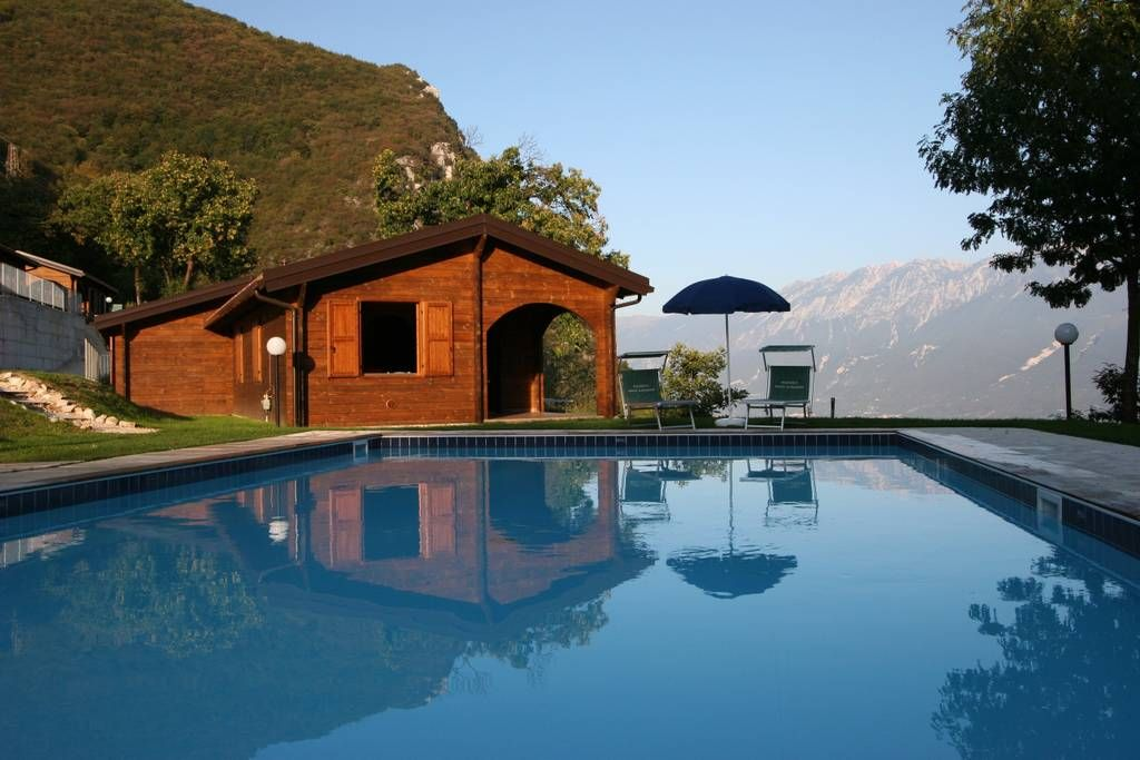Entire Home Apt In Gargnano Italy Chalet In Legno In Residence Con Piscina Parcheggio Privato Stupenda Vista Lago Cucina Bagno Lake Garda Lake Trip Hotel