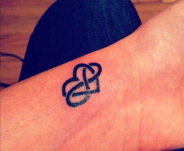 1001 Idees Hands Tattoos Eternal Love Tattoo Et Love Tattoos