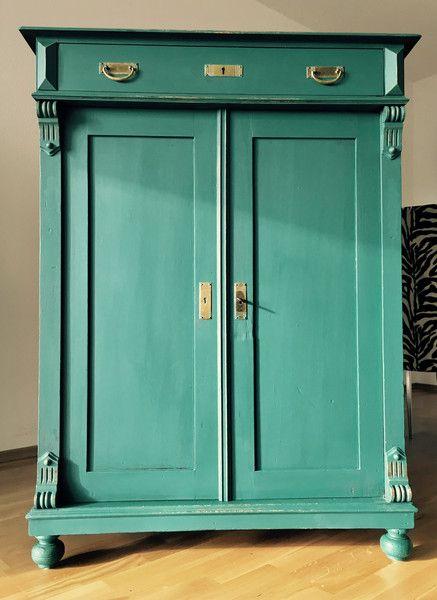 eine schone landhauskommode in turkis grun farbe komplett aufgearbeitet in top zustand mit original beschlage komplett mit schlusseln und zwei
