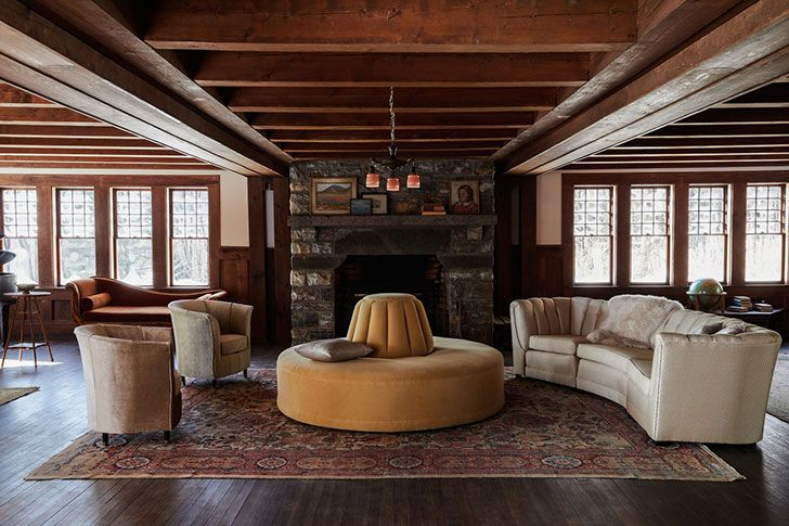 Старинный дом с винтажной мебелью в штате Нью-Йорк