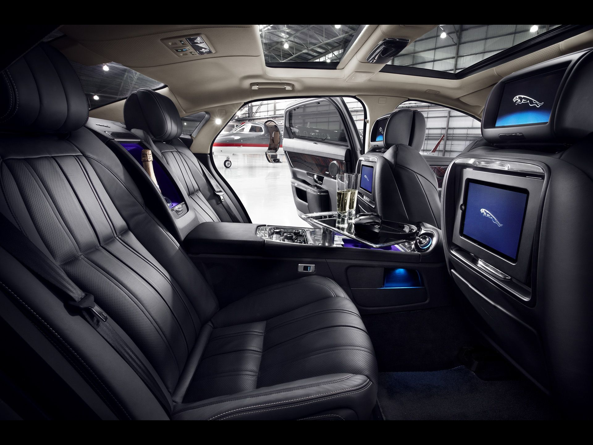 2012 Jaguar Xj Ultimate Interior 1