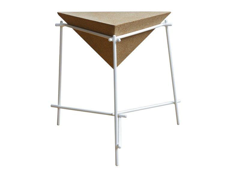 staliukas meils trikampiui low triangular cork coffee table basil triangular coffee table - Cork Cafe Decor