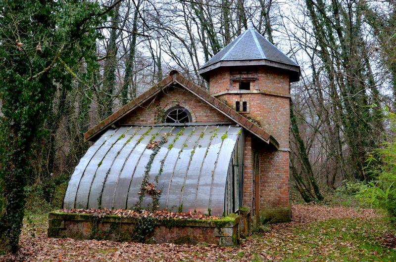 Le pigeonnier et la petite serre du château de la Raffe - Meuse le