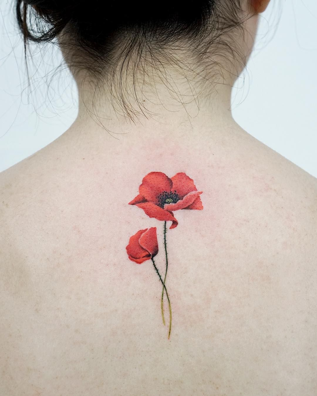 Mas De 20 Tatuajes Fascinantes Que Podriamos Mirar Para Siempre In 2020 Poppies Tattoo Tattoos Red Poppy Tattoo