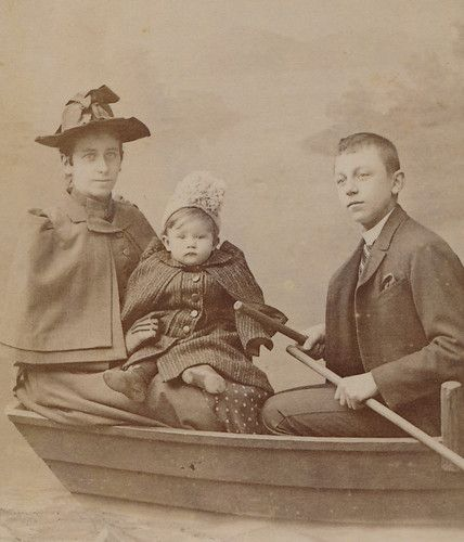 Carte De Visite Deutsch CDV Fine Family In Boat Nice Studio Scene Germany C 1890