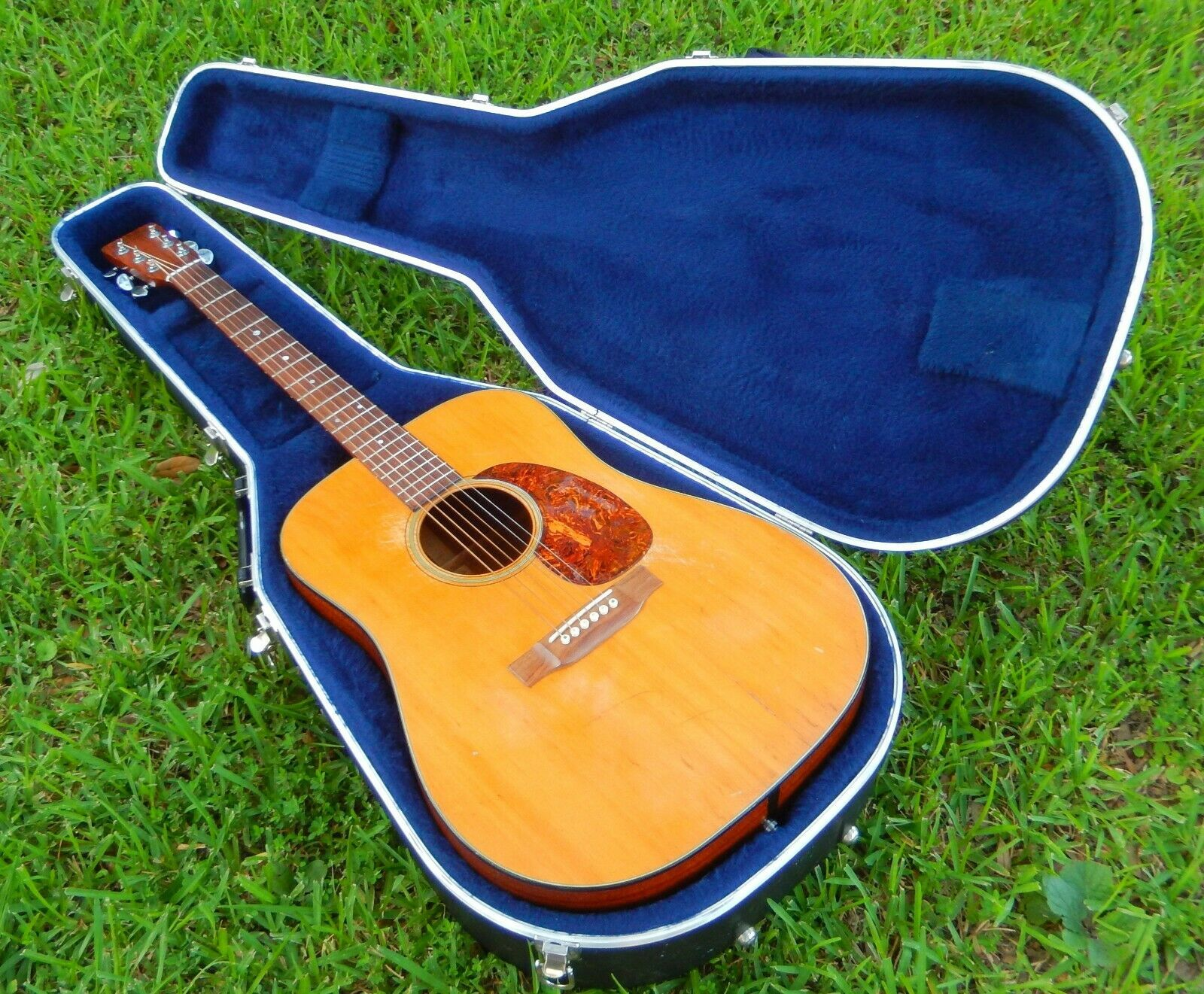 Vintage Martin D 18 Acoustic Guitar With Original Hard Case Reduced Price In 2020 Guitar Acoustic Guitar Acoustic