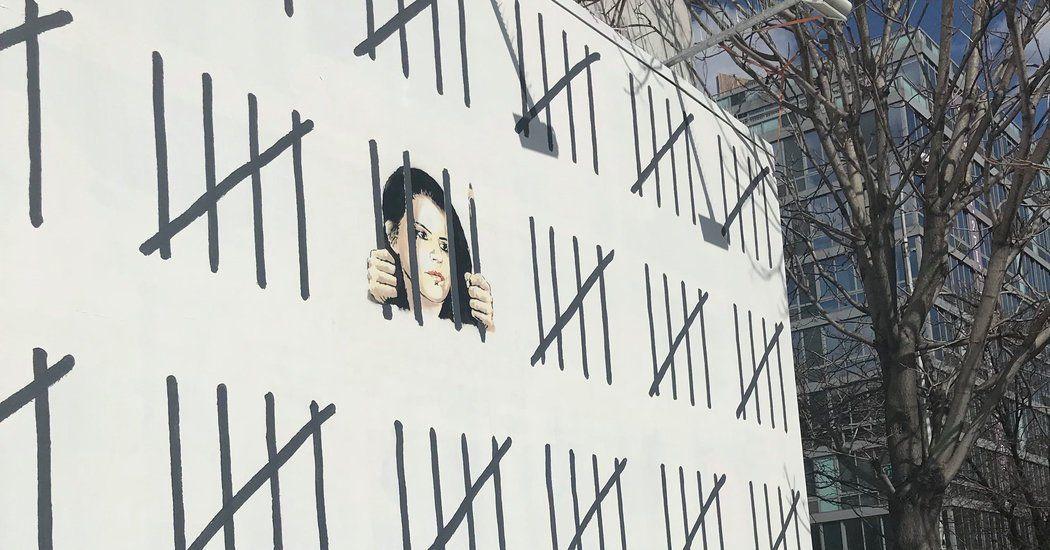 New Banksy Mural In New York Protests Turkish Artist S Imprisonment Published 2018 Banksy Mural Banksy Artist