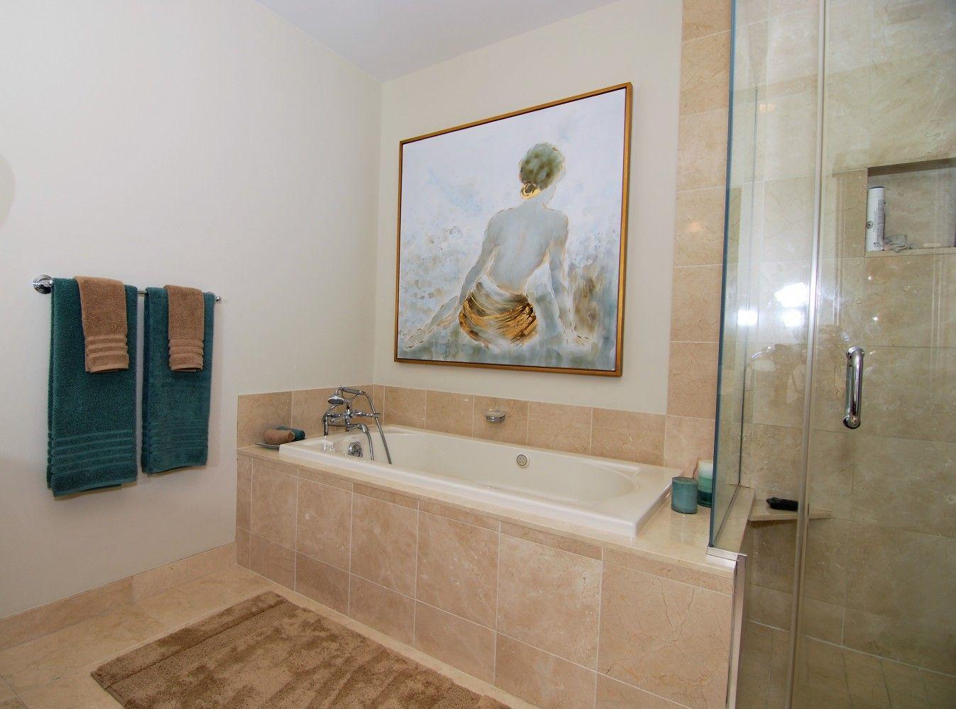 Contemporary bathroom inspiration! This gorgeous bathroom ...