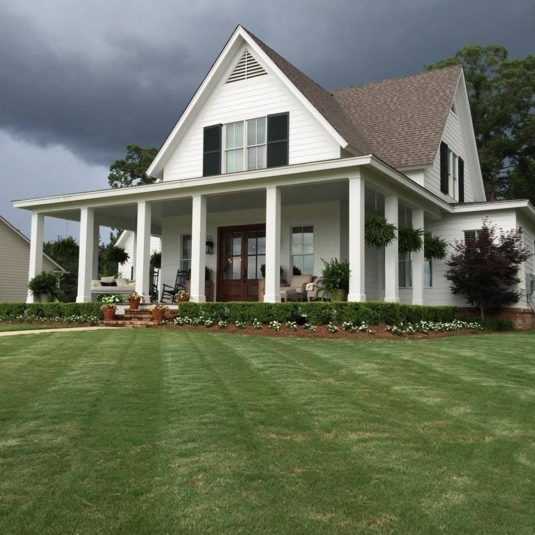 The Perfect Farmhouse With The Most Beautiful Landscaping A Wraparound Porch With Rocking Ch Southern Farmhouse Modern Farmhouse Exterior Farmhouse Exterior