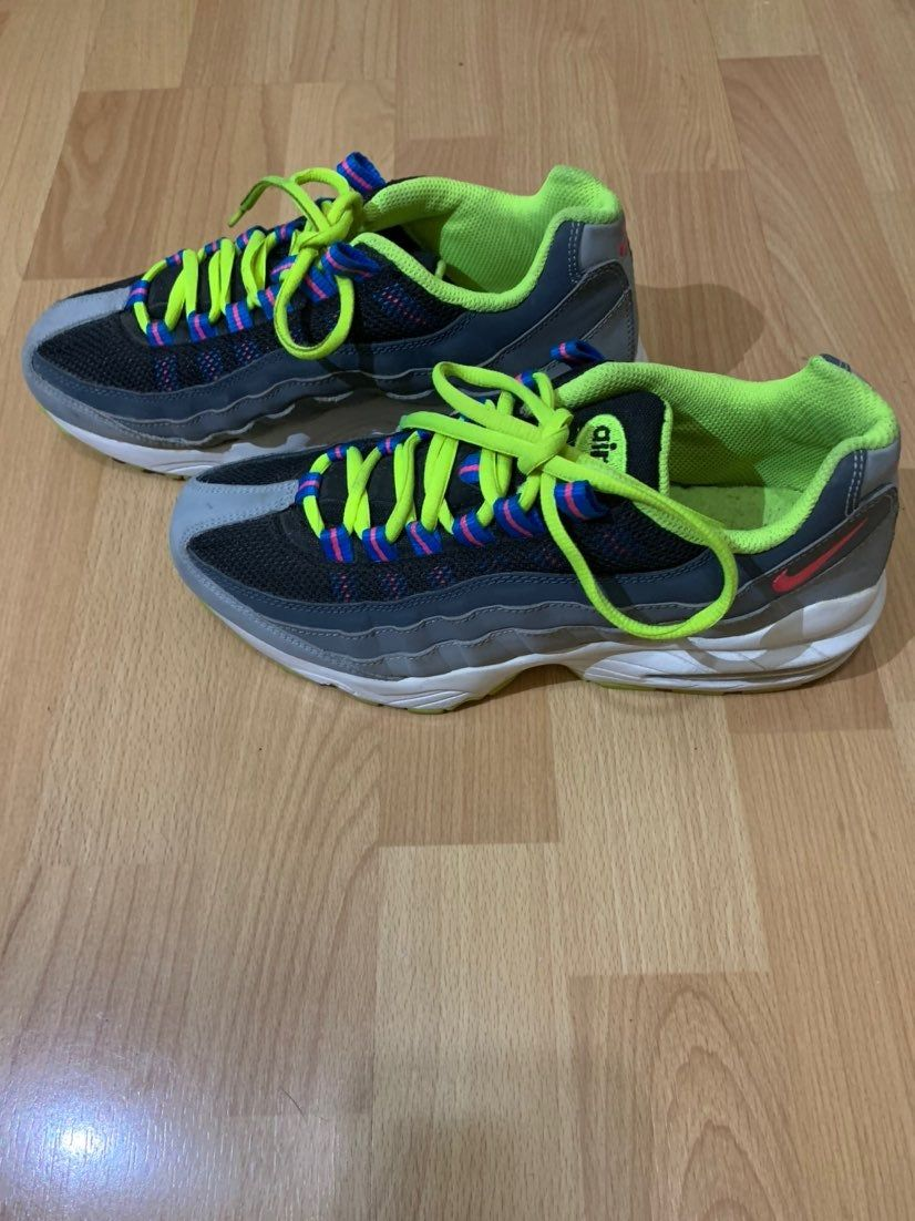 Nike Air Max 95 Neon Grey Gray Black Youth Size 6 Shoes 307565 053