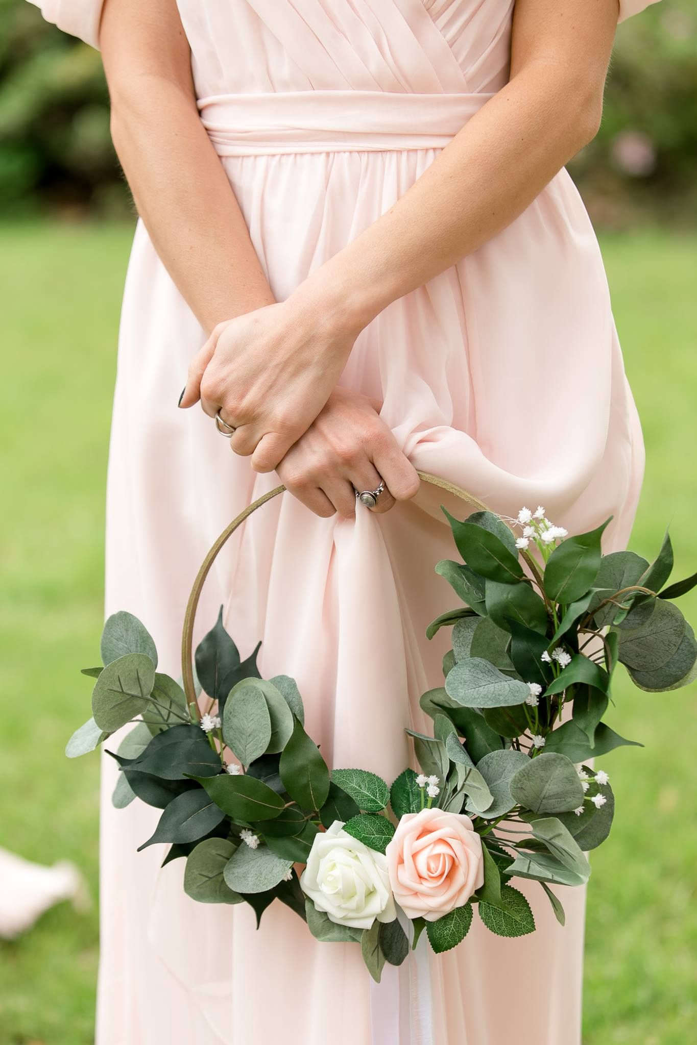 DIY Bridesmaid Floral Hoops #weddingbridesmaidbouquets
