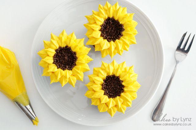 How to pipe Sunflower Cupcakes #sunflowercupcakes